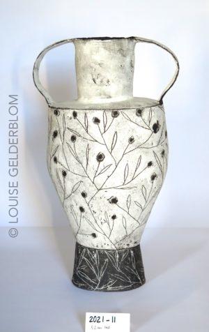 Ceramic vessel in white